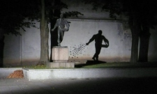 Artsnapper_Statue Shadow